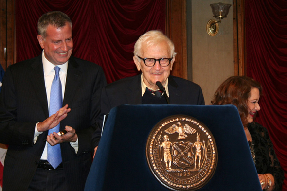 Albert Maysles receiving the 2015 Made In NY Lifetime Achievement Award. (Mayor Bill de Blasio - left; Film Commissioner Cynthia Lopez - right)